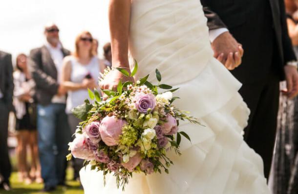 Esta empresa paga tu boda con la condición de que no te divorcies