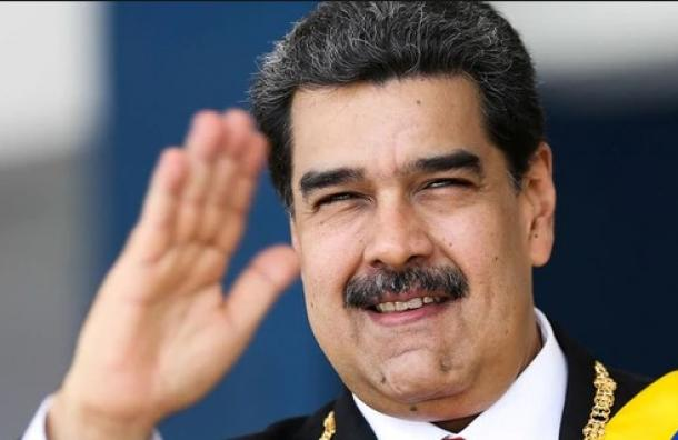 Maduro saluda al pueblo «invisible» en la inauguración de una obra pública