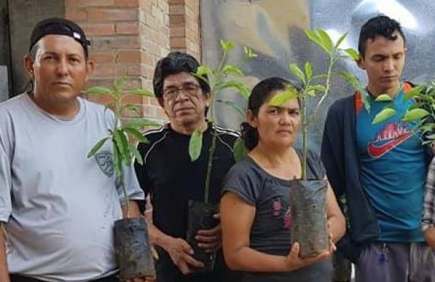 Fundación 10 obsequia árboles en conmemoración del Dia del Medio Ambiente