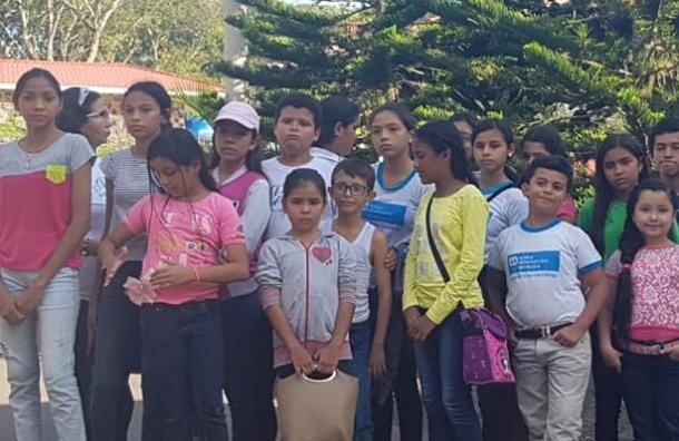 Fundación 10 lleva la alegría a los niños de la Aldeas Infantiles SOS