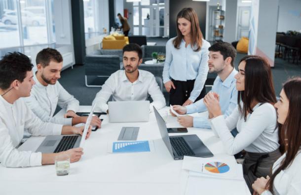 Ignorar a tus compañeros de trabajo es la clave para evitar el estrés