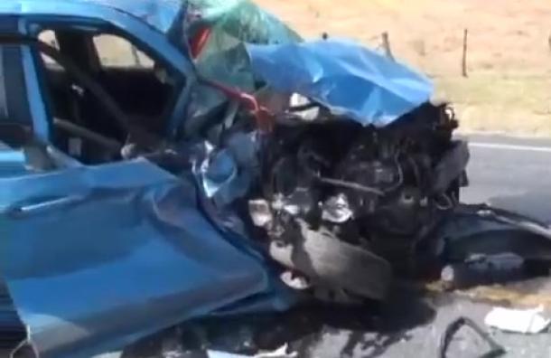 Colisión entre bus y vehículo liviano deja tres heridos