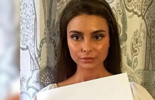 La chica que vendió su virginidad en un millón de dólares y ahora viajará por el mundo