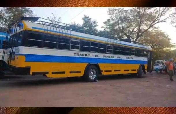 Bus pierde el control y colisiona con ambulancia en Estelí