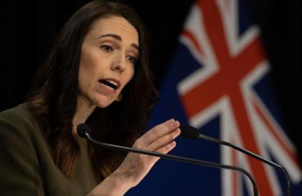 """Primera ministra de Nueva Zelanda afirma que su país """"venció al virus otra vez"""""""