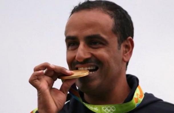 Ganó la medalla de oro y no tuvo himno ni bandera en su premiación
