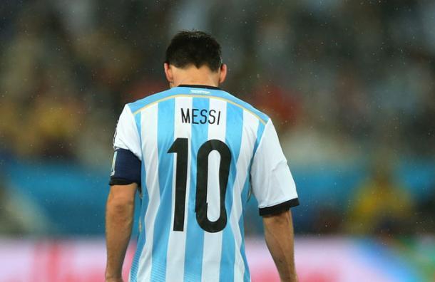 En solo 4 minutos sabrás por qué Messi es un astro con Barcelona y un fracaso con Argentina