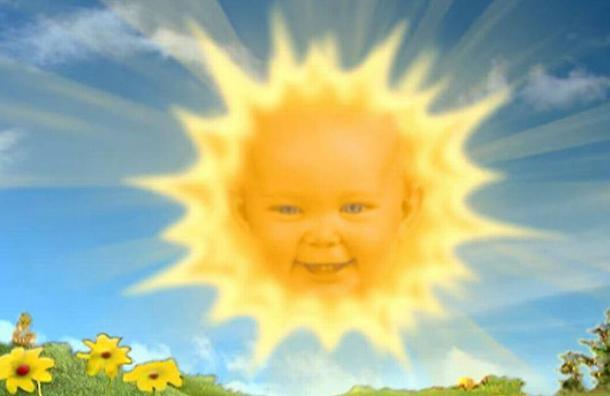 Así se ve ahora la bebé que hacía el personaje del Sol en los Teletubbies